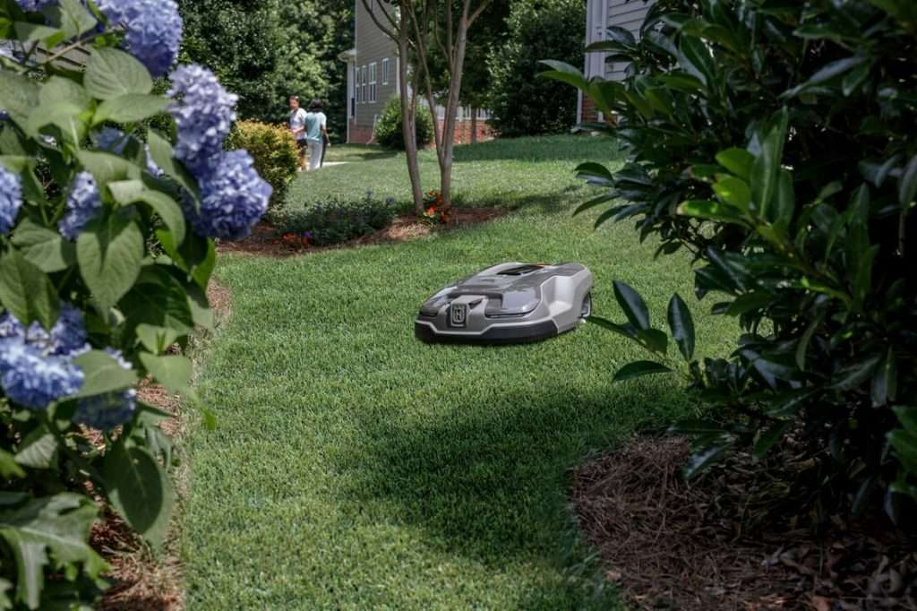 Autmow robotic lawn mower cutting the grass.